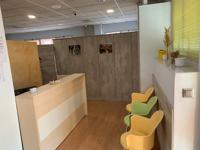 interior recepcion clinica san basilio fisioterapia