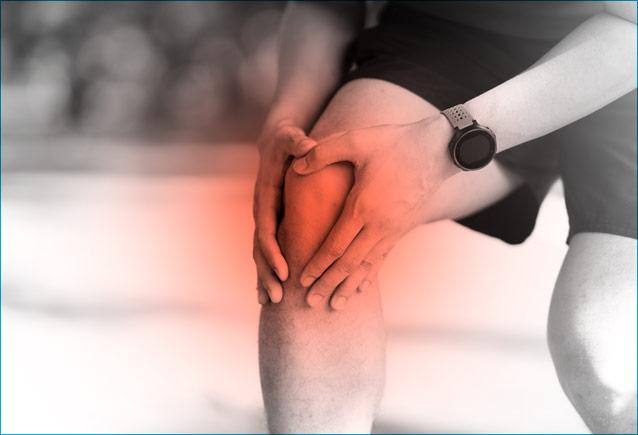 hombre-con-dolor-de-rodilla-traumatologia